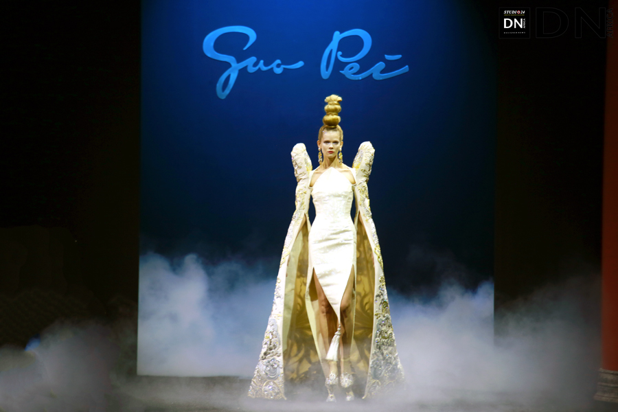 AFRICAN FASHION STYLE MAGAZINE - PFW GUO PEI SS19 COUTURE COLLECTION - PR JACQUES BABANDO COMMUNICATION - Official Media Partner DN AFRICA -STUDIO 24 NIGERIA - STUDIO 24 INTERNATIONAL - Ifeanyi Christopher Oputa MD AND CEO OF COLVI LIMITED AND STUDIO 24 - CHEVEUX CHERIE STUDIO BY MARIEME DUBOZ